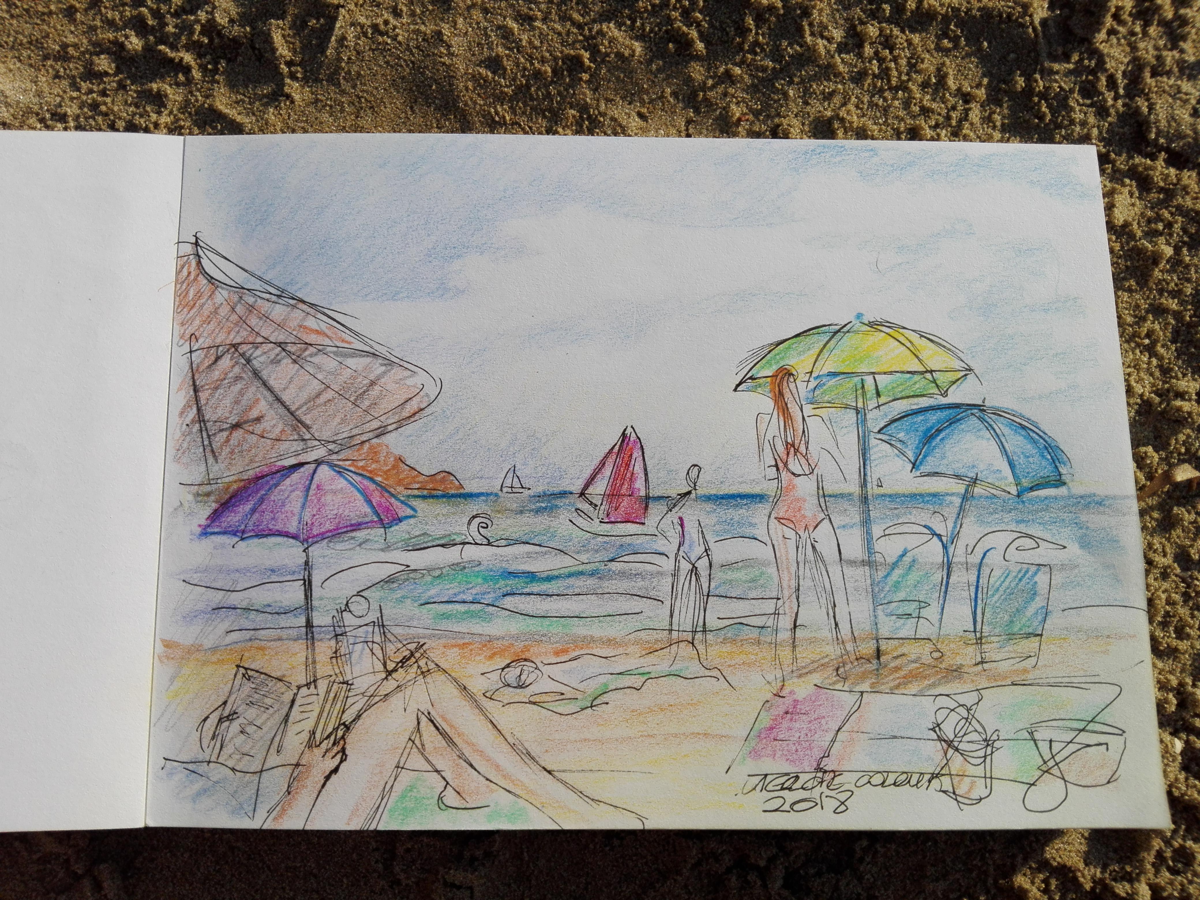 señora leyendo en la playa